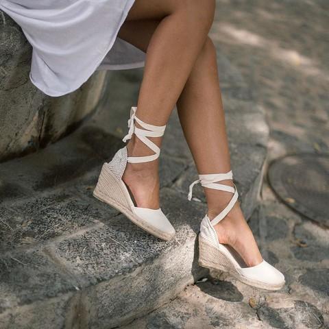 zapato bien sujeto para los pies en verano