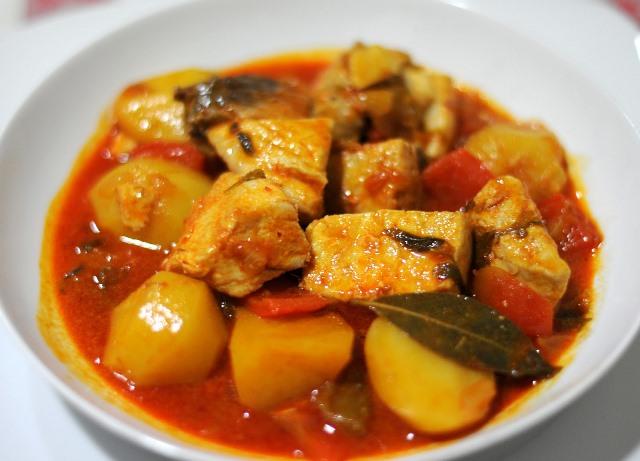 marmitako de atun. receta de otoño